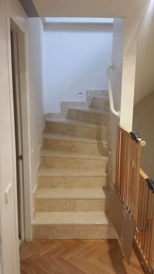 Instalar puertas para aislar escalera club de campo - Puertas para escaleras ...