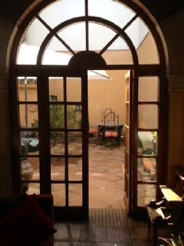 Ventanales del salon al patio barranco de la madera for Puertas en forma de arco