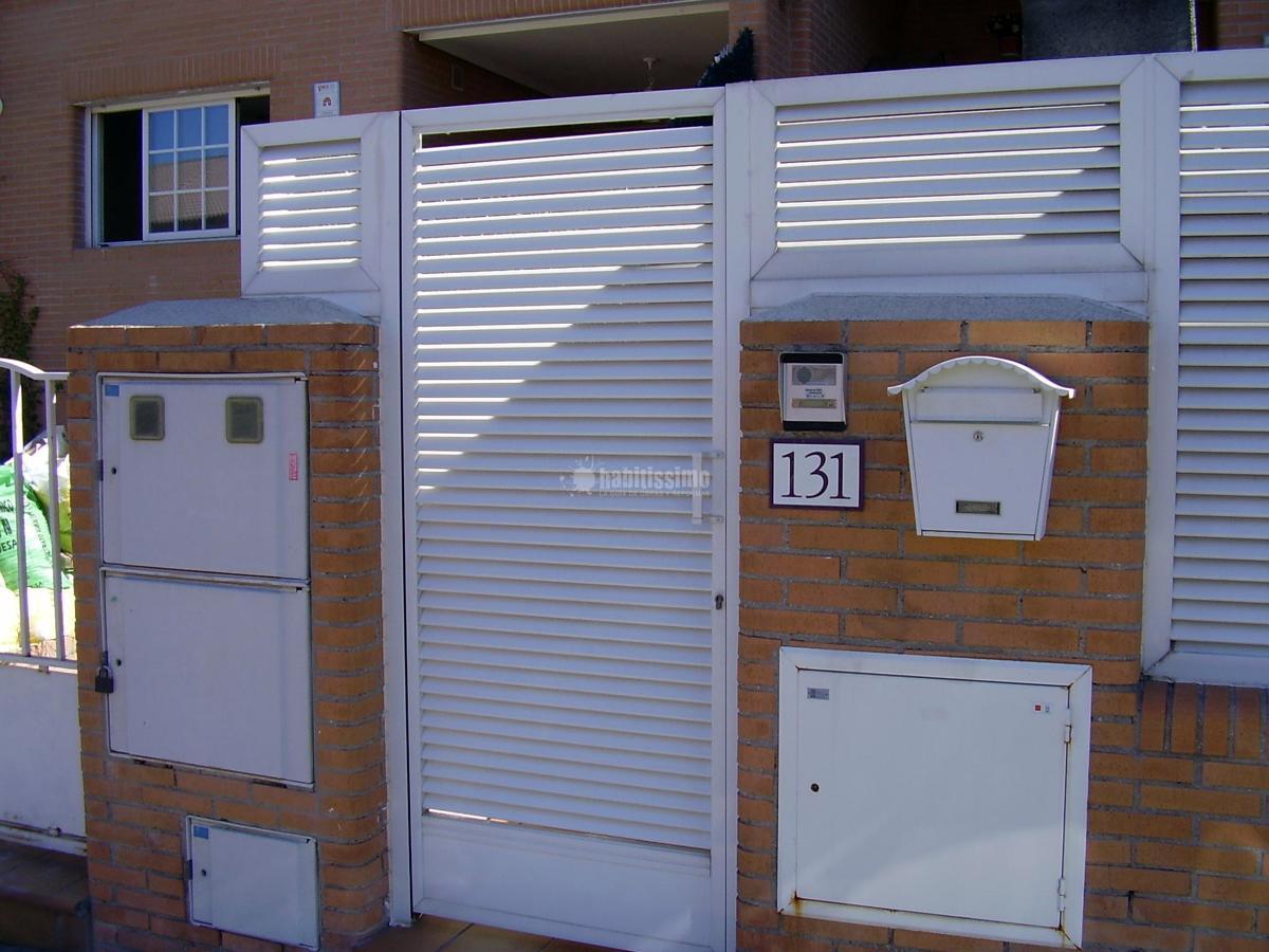 Instalar puerta y valla de aluminio jard n m stoles for Vallas de aluminio para jardin