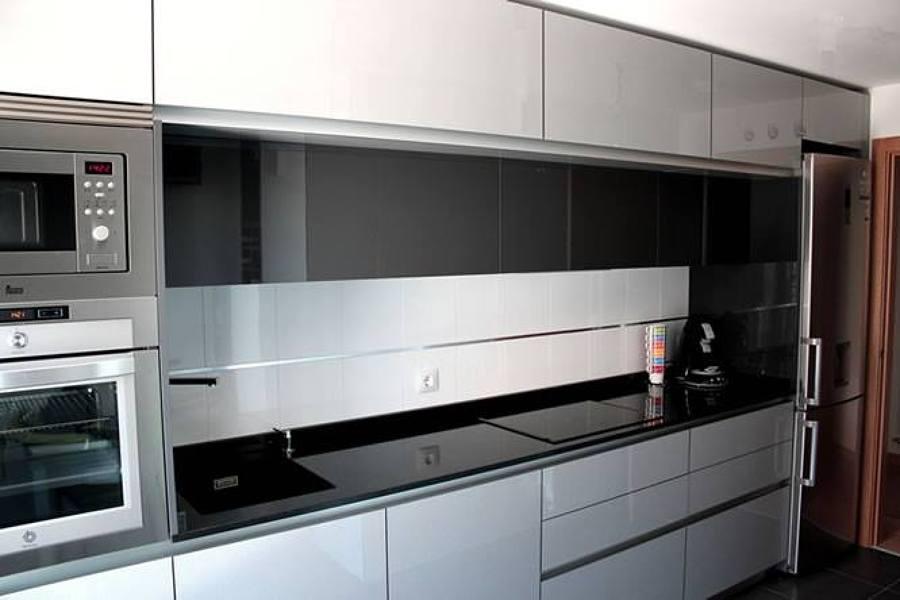 Cocina blanca y negra legan s madrid habitissimo for Cocinas modernas blancas precios