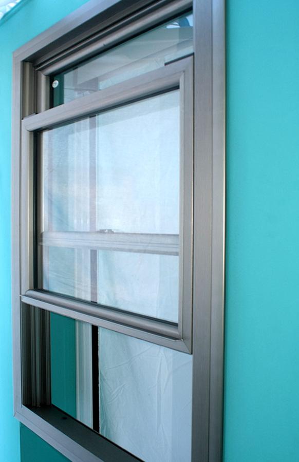 Ventana o cristal tipo guillotina para barra pasa platos for Ventanas de aluminio catalogo y precios