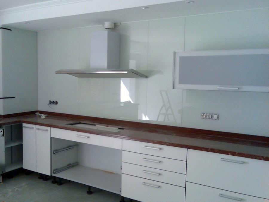 Frontal cocina vidrio lacobel blanco 5 6mm 4 20m x 0 60m - Encimeras de cocina de cristal ...