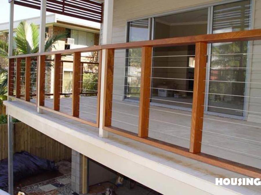 Poner barandilla exterior madera la pobla vallbona la for Balcony balustrade