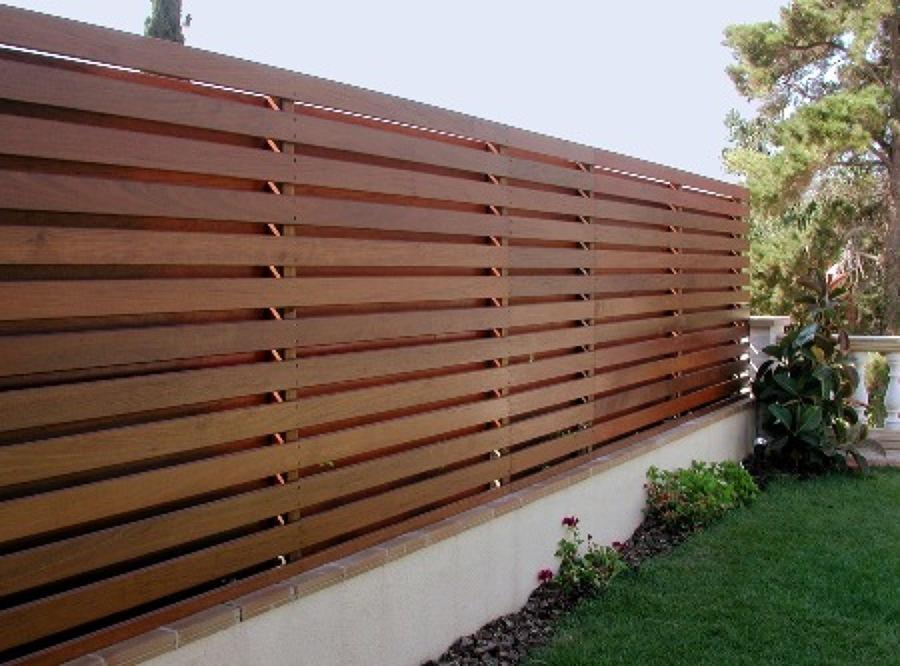 Vallado o cerramiento de peque o jardin con madera - Cerramientos para jardines ...
