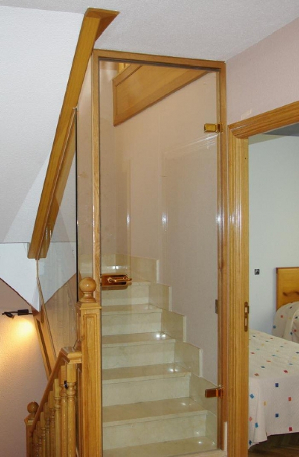 Cerramiento escalera de buhardilla con cristal alpedrete - Cerramientos de escaleras ...