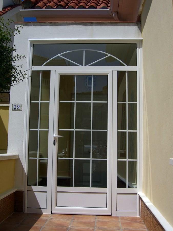 Cerramiento de aluminio para la puerta de entrada el - Puerta terraza aluminio ...