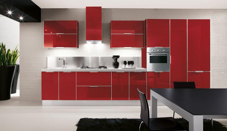 Muebles en color rojo cereza y meseta en silestone blanco for Silestone malaga