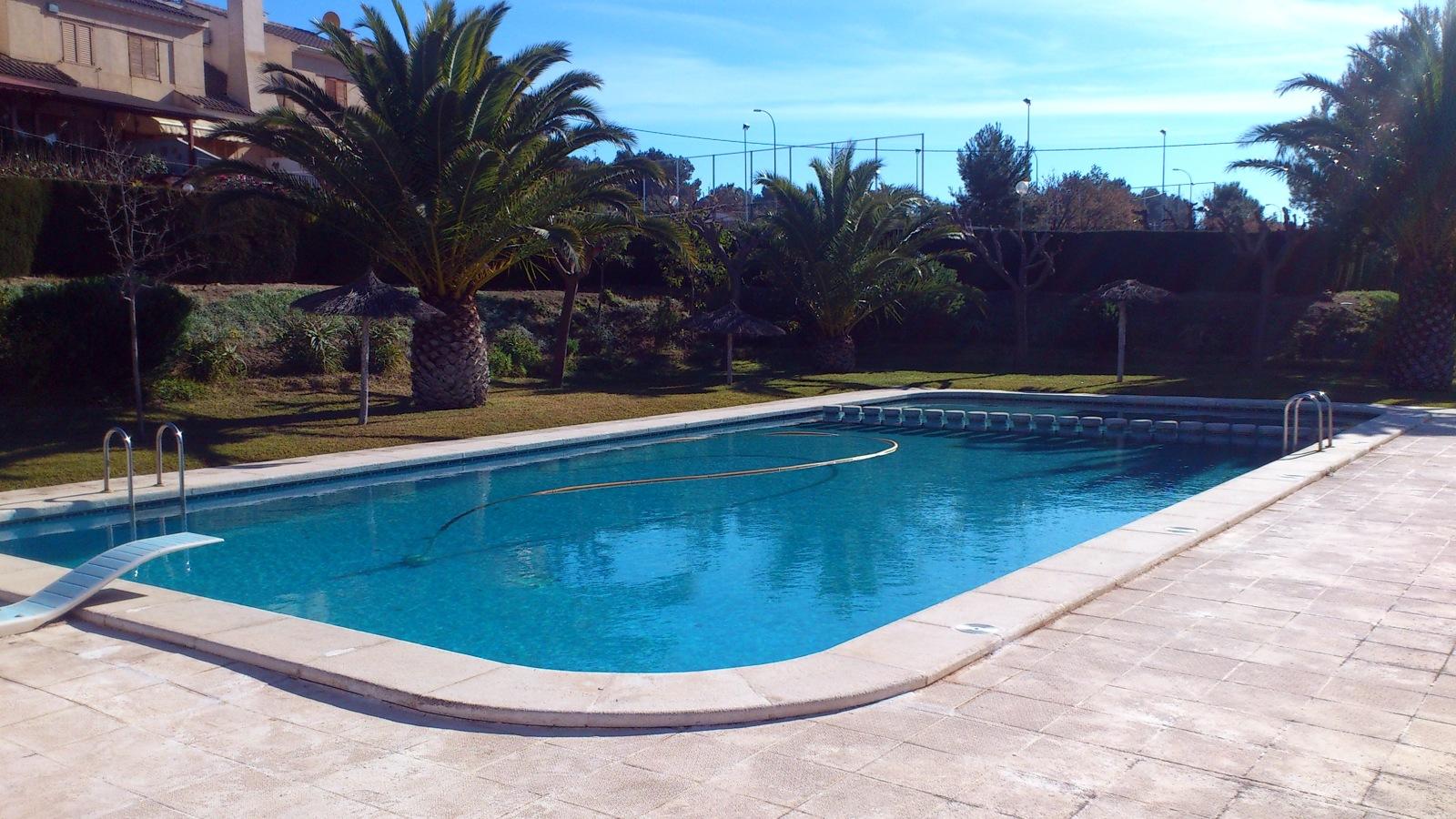 Realizar escalera en piscina petrer alicante habitissimo for Piscinas prefabricadas alicante