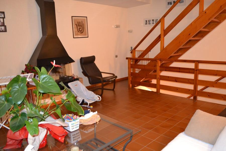 Decoraci n sala de estar muebles estanterias sofa y - Muebles sant cugat ...