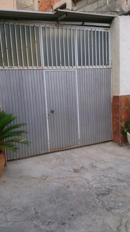 Puertas de libro para naves industriales y garajes for Puertas para garajes
