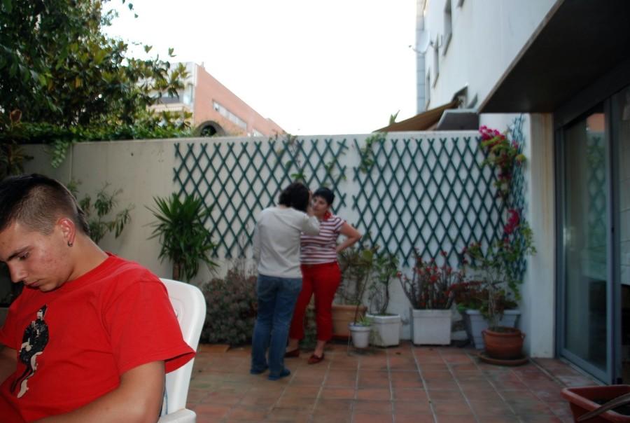 Reforma patio exterior de 35 40 m2 gav barcelona for Precio de baldosas para patio