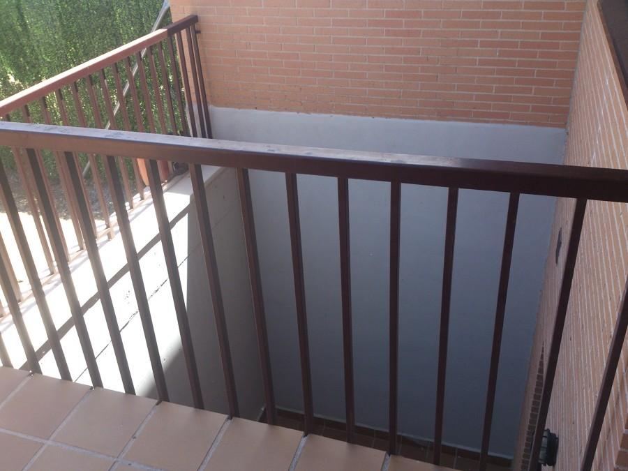 Cerramiento metalico patio ingles valdemoro madrid - Patio ingles ...