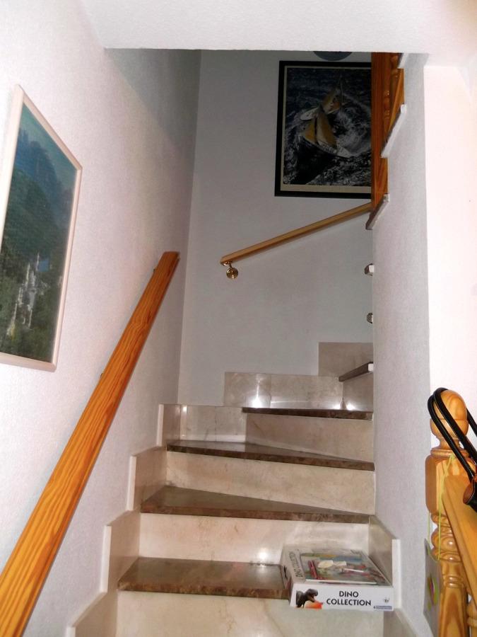 Poner puerta en escalera villanueva de la torre - Puertas de escalera ...