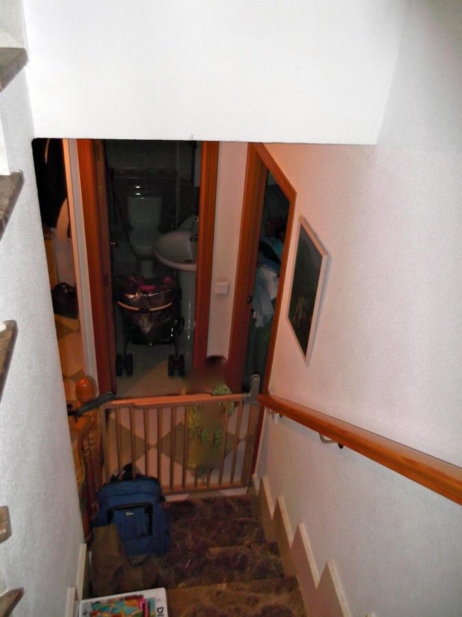 Poner puerta en escalera villanueva de la torre for Puerta para escalera