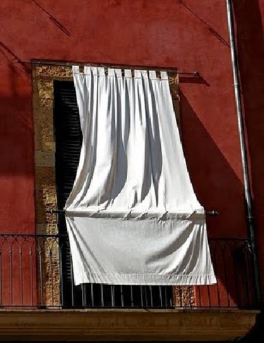 Poner una cortina con anclaje en balc n palma de for Cortinas para balcones exteriores