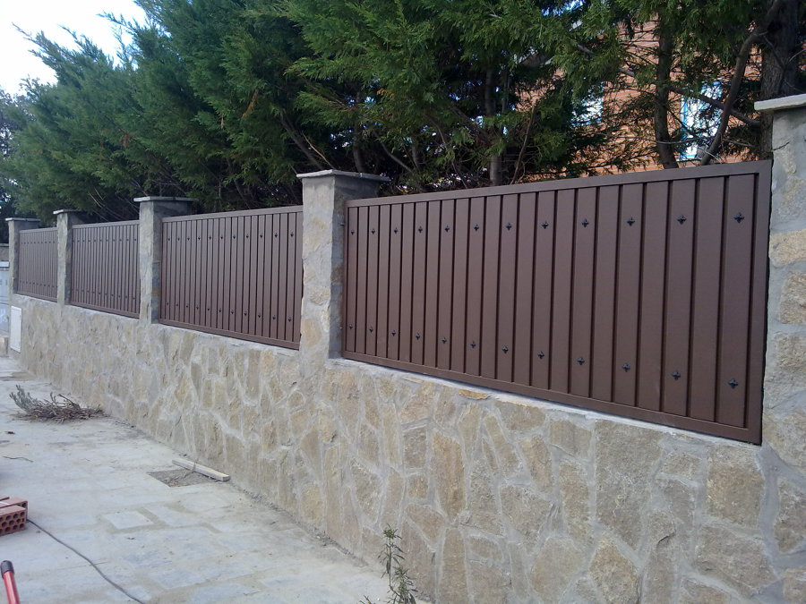 Sustitucion de valla metalica por muro algete madrid for Precio bloque de hormigon 40x20x20