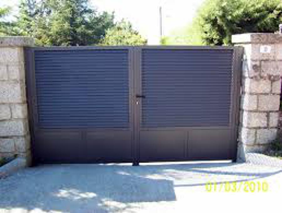 Realizaci n de cancela de hierro y puerta peatonal en - Puerta de lamas ...