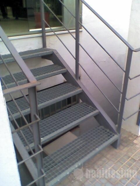 hacer escalera exterior metalica porqueres girona
