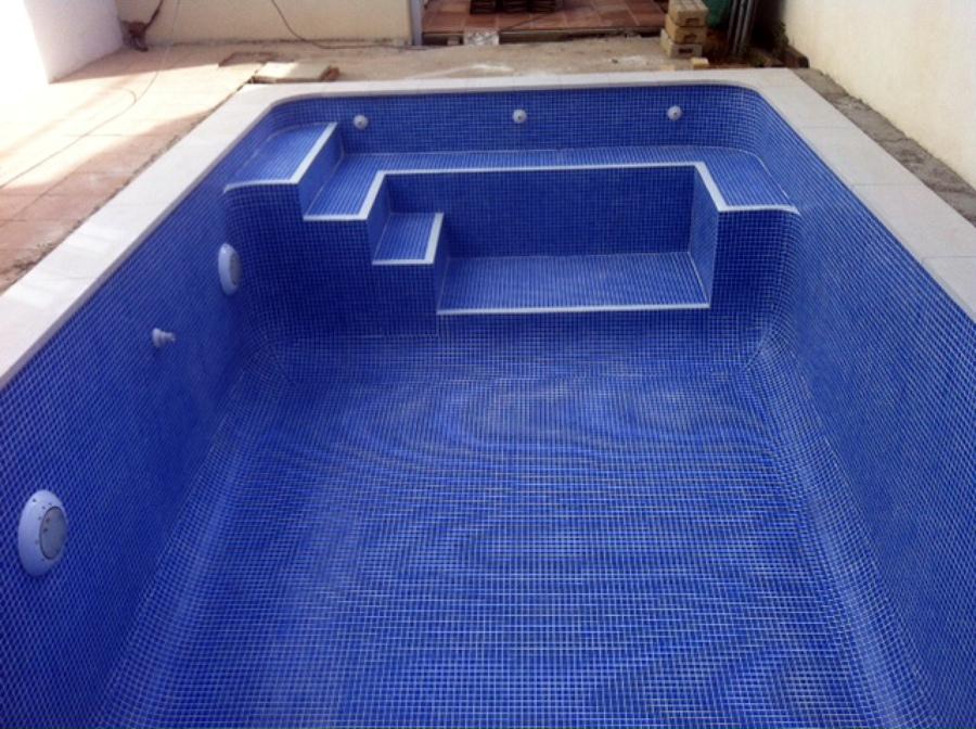 Realizanci n de una piscina de obra villanueva del for Presupuesto piscina obra