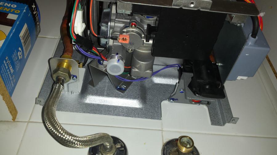 Instalaci n calentador gas ya colocado en pared - Calentador gas ciudad ...