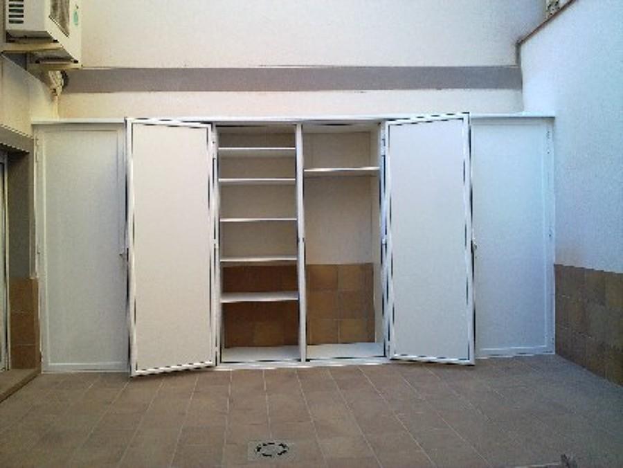 instalar armario de aluminio blanco exterior hermetico