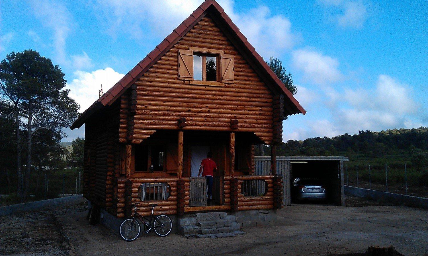 Barnizar y reparar una casa de madera vilafranca del - Casas de madera barcelona ...