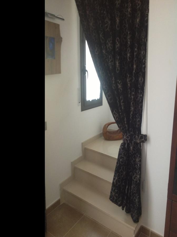 Puerta aislante de cristal para acceso escalera prats de for Puerta para escalera
