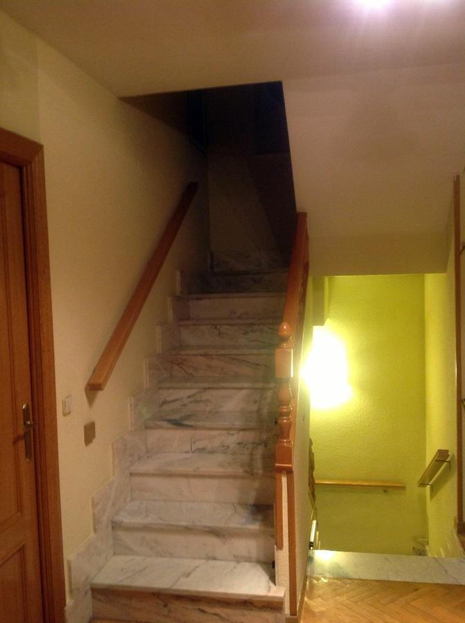 Cierramiento escalera interior buhardilla en metacrilato o - Escalera para buhardilla ...