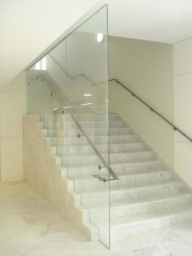 Cristal para barandilla de escalera en una casa zaragoza - Barandillas para escalera ...