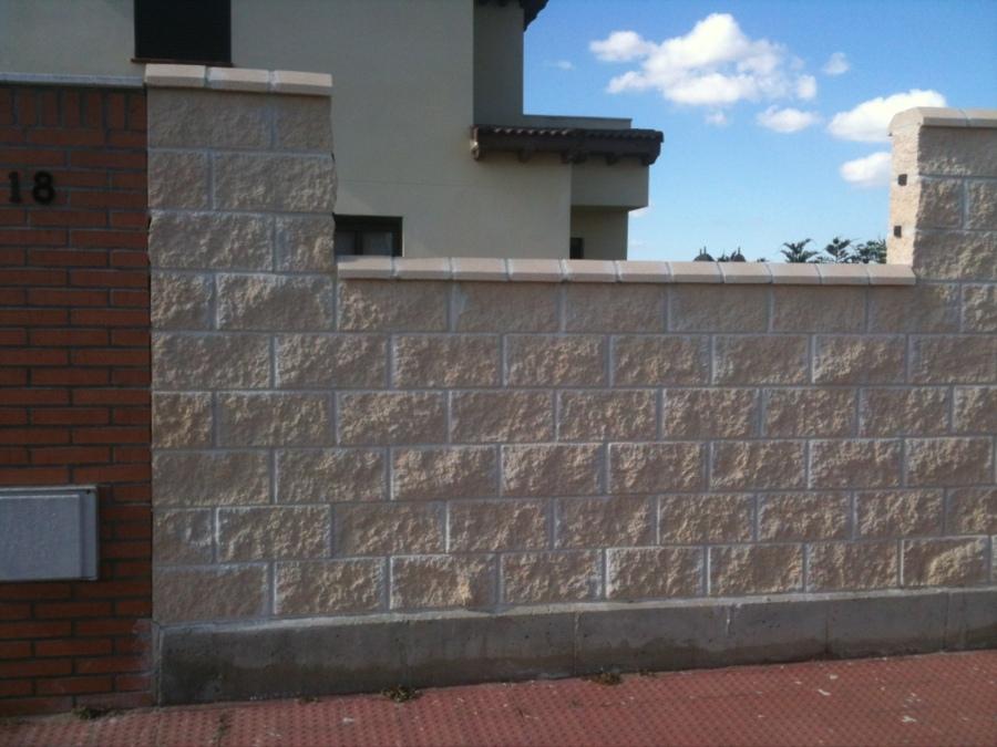 Tirar valla de bloque de hormigon aldeamayor de san - Precio de bloques de hormigon ...