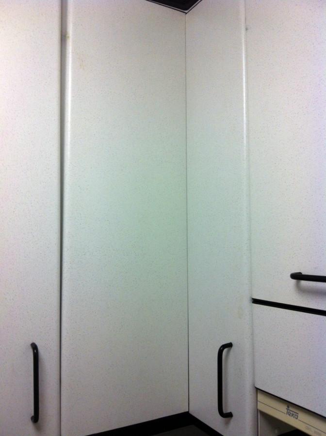 Sustituci n tres bisagras en armario esquinero barcelona - Armario esquinero ...