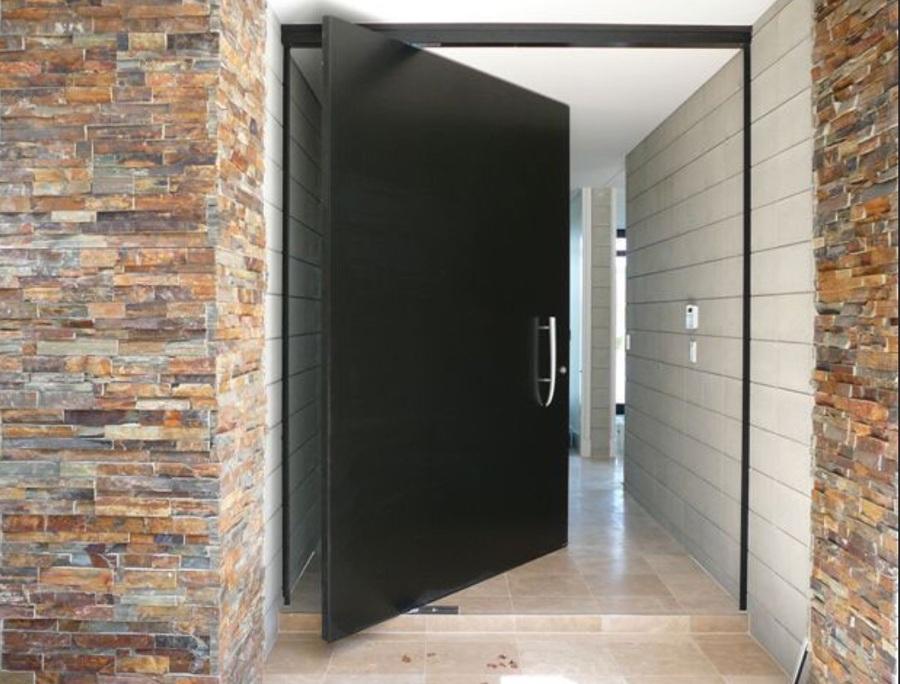 Instalar puerta de entrada pivotante salida autopista for Precio puerta entrada casa