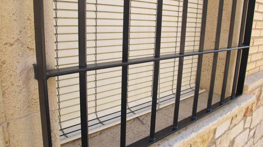 Necesito 4 rejas para ventanas en hierro forjado sitges - Rejas hierro forjado ...