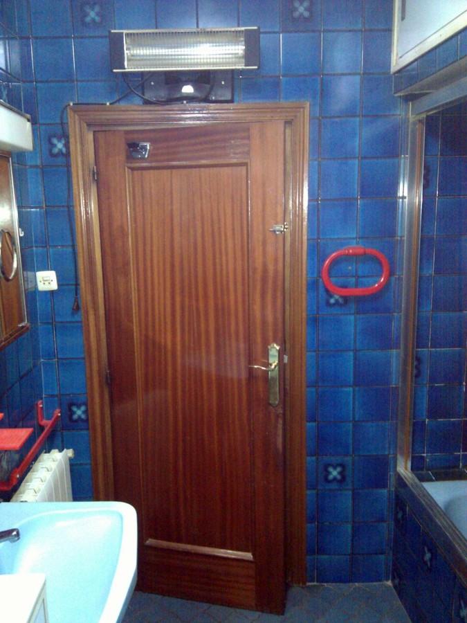 Puerta corredera empotrada y reforma ba o madrid madrid - Puerta bano corredera ...