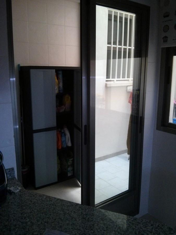 Instalaci n de seguridad en patio interior puertas - Instalacion de puertas correderas ...