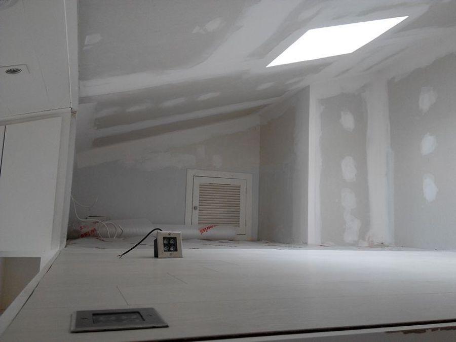 Pintar buhardilla altillo en color blanco trozo for Habitacion pintada de gris