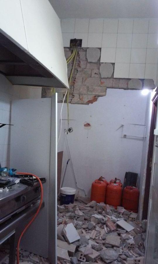 Reforma de un bar alicatar la cocina poner el suelo - Alicatar cocina o pintar ...