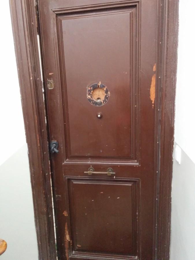 Reparar puerta de entrada madera al piso barcelona for Puertas madera barcelona