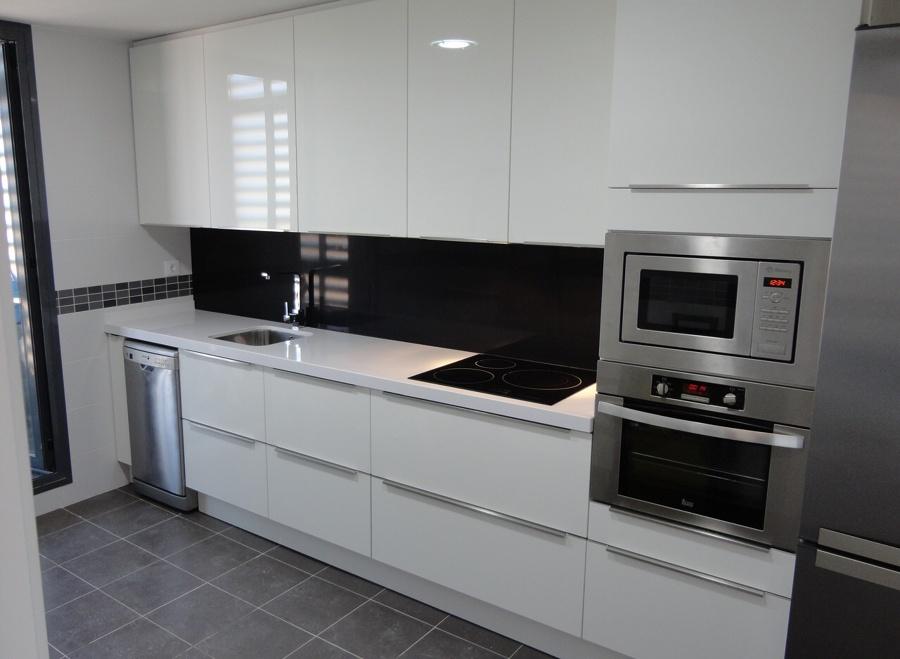 Montar una cocina de formica las aves aranjuez madrid - Cocinas lacadas en blanco ...
