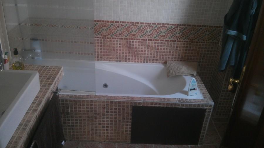 Quitar azulejos bano sin romperlos c mo pintar los for Cambiar baldosas bano