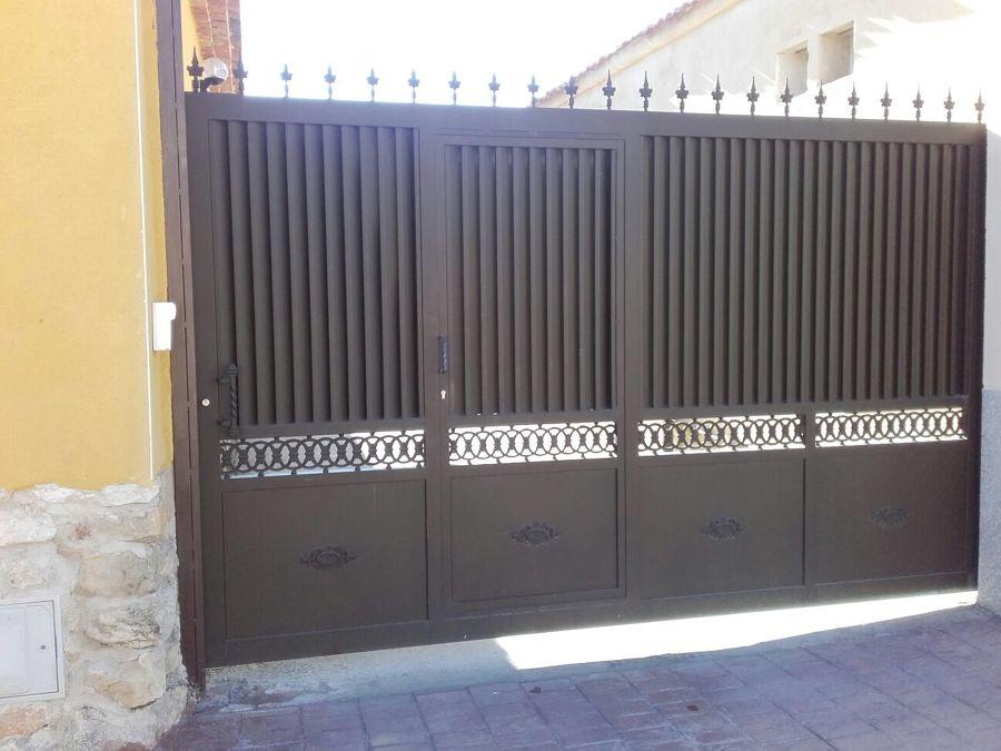 Puerta de garaje carbonero el mayor segovia habitissimo - Puerta de segovia ...