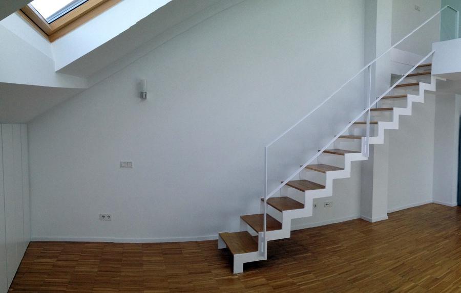Estanter a a medida para hueco entre escalera y pared en - Escaleras para duplex ...