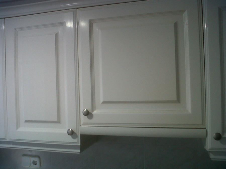 Pintar puertas de armario de cocina en blanco lacado - Pintar puertas de blanco en casa ...