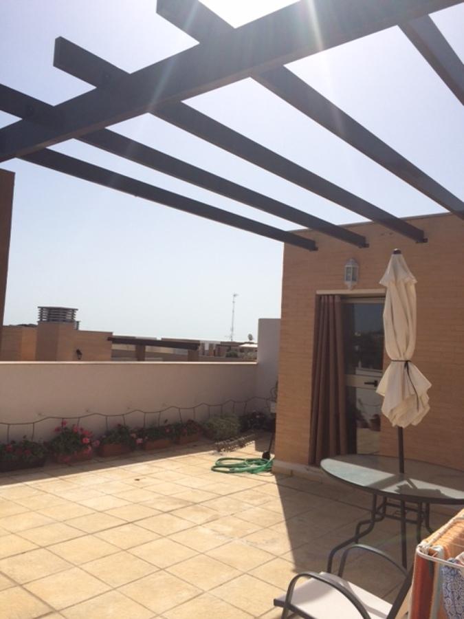 Realizar cerramiento de aluminio o similar en terraza de tico tiene p rgola de aluminio - Pergola terraza atico ...