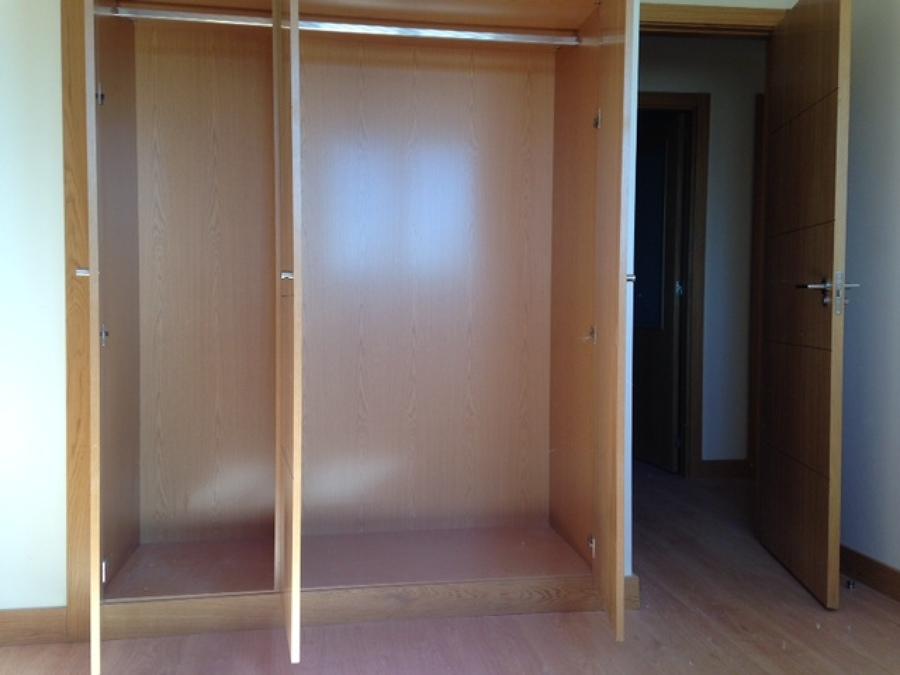 Cambiar armario empotrado con puertas abatibles por for Cambiar puertas casa