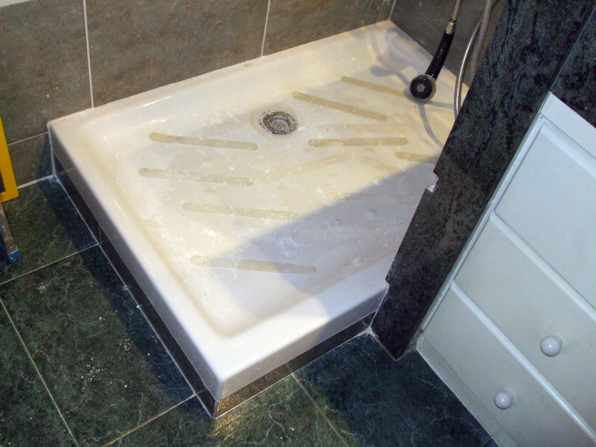 Instalar una mampara en plato de ducha barcelona for Instalar plato de ducha