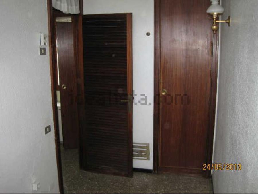 Lacar 4 puertas de interior y 2 armarios empotrados for Piscina marva