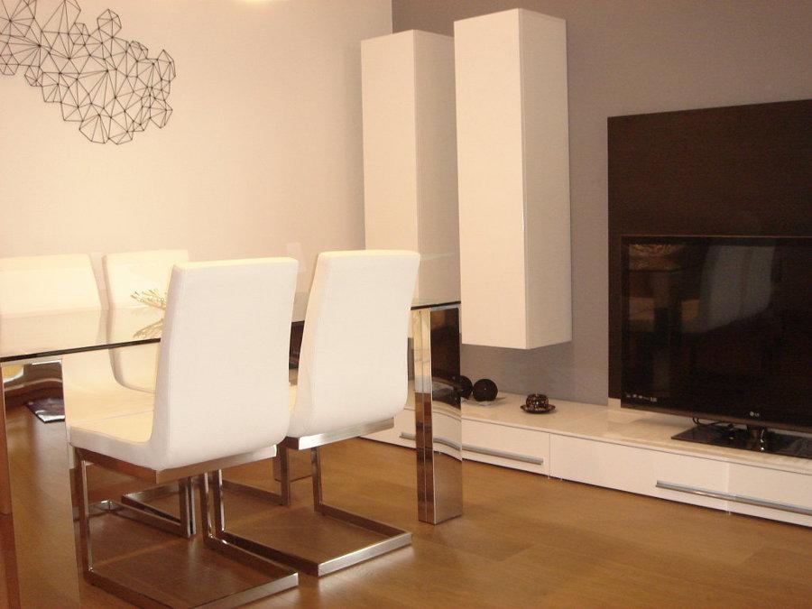 Amueblar piso dos hermanas sevilla habitissimo for Mesas y sillas de salon modernas