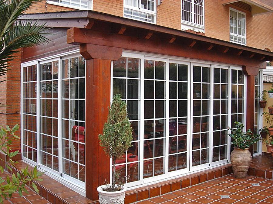 Casa de este alojamiento instalar de ventanas madera jardin for Cierre jardin