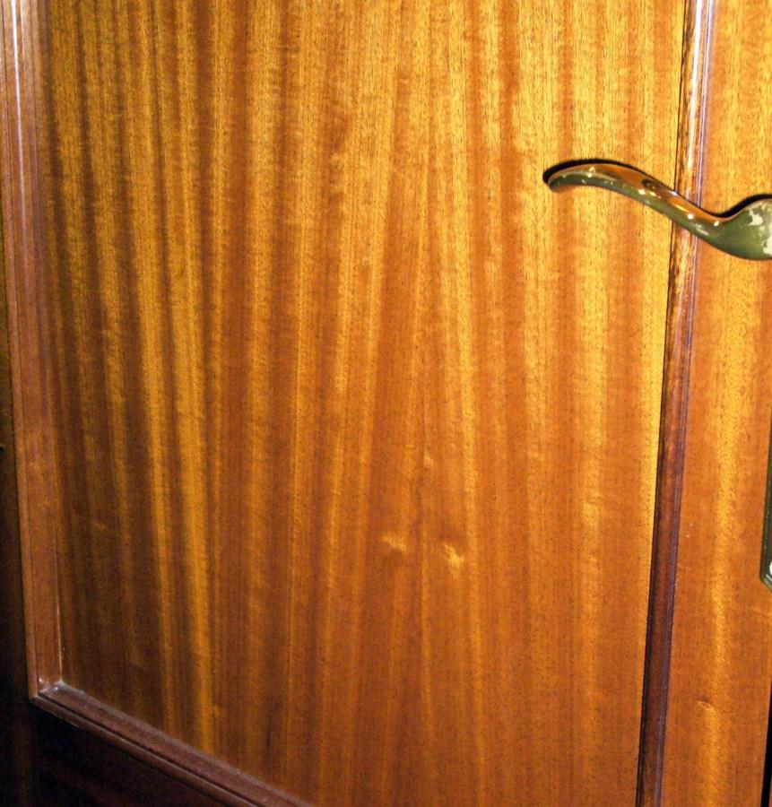 Pintar puertas interiores color claro blanco ripollet for Pintar puertas interiores